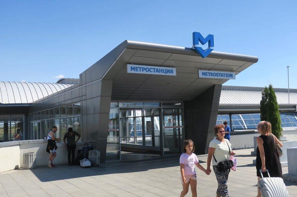 La estación del metro en el Aeropuerto de Sofía, Fuente: @nekotekiseikatsu, Instagram