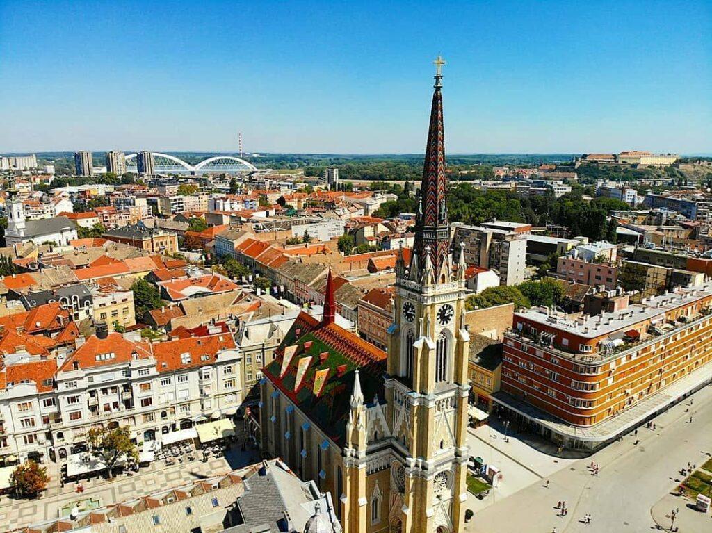 Vistas del centro de Novi Sad. @novisad_novisad, Instagram