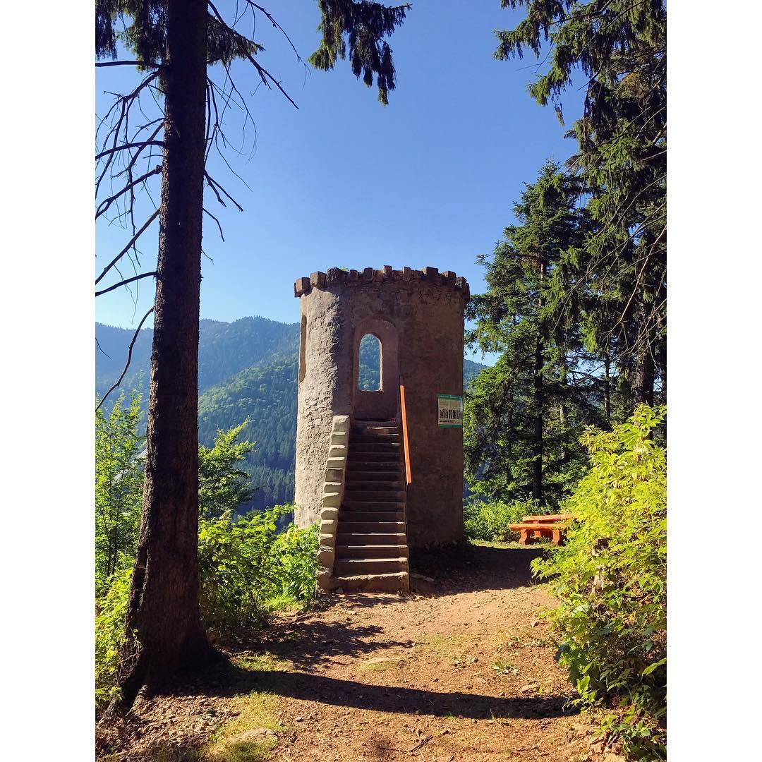 Photo Instagram by @adelline.ina Torre de Apor lugares turísticos con vistas espectaculares