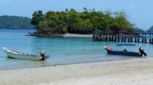 Botes con los que viajas a Isla Coiba