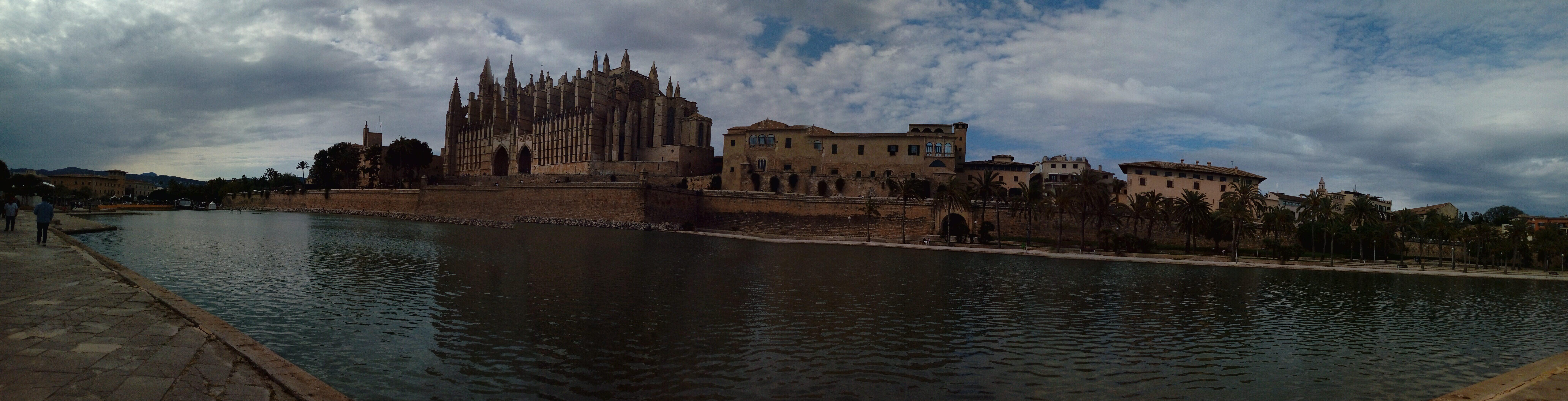 Panorámica de la catedral de Palma de Mallorca